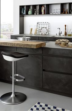 Get LEICHT's modern kitchen units with concrete surface and designer material with Concrete-A at Elan Kitchens, Leading London Kitchen Store in Fulham. Kitchen Units, Kitchen Cabinet Design, Kitchen Interior, New Kitchen, Kitchen Decor, Kitchen Store, Kitchen Modern, Kitchen Cabinets, Kitchen Grey