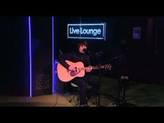 ▶ Jake Bugg - Slide Away in the BBC Radio 1 Live Lounge - YouTube