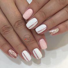 I put my nail polish like a pro! - My Nails Pink Gel Nails, Gold Nails, Nail Manicure, Diy Nails, Cute Nails, Light Pink Nails, Metallic Nails, Nail Polish, Simple Acrylic Nails