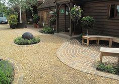 Gravel Patio, Garden Paving, Driveway Landscaping, Garden Paths, Backyard Patio, Gravel Driveway, Pea Gravel, Patio Gardens, Driveway Ideas