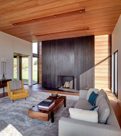 10 Reasons to Put Craft Into Modern Architecture Modern Living Room by Bates Masi Architects LLC Interior Design Magazine, Decorating Your Home, Interior Decorating, Sophisticated Living Rooms, Modern Living, Living Room New York, Traditional Fireplace, Modern Architects, Fireplace Design