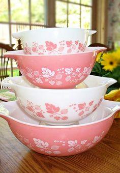 Vintage Pink gooseberry, Pyrex Bowls