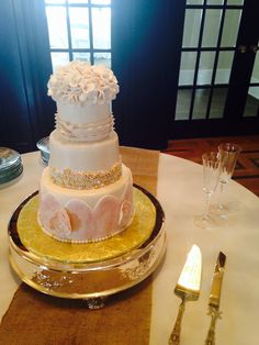 Vintage wedding cake...one of my most favorite cakes ever made. Love!