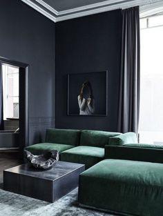 Dark Walls Living Room, Living Room Green, Living Room Modern, Living Room Interior, Home Living Room, Living Room Designs, Living Room Decor, Style Salon, Dark Interiors