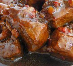 Babi ketjap is een heel bekend gerecht uit de Indische keuken. Het bestaat uit mager varkensvlees, schouderkarbonaden of speklappen die wo...