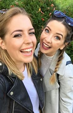 Beautiful picture of Poppy Deyes and Zoe Sugg Joe And Zoe Sugg, Poppy Deyes, Zoella, Beautiful Person, Celebs, Celebrities, Everyday Outfits, New Hair, Brows