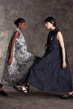 Vogue Paris, Backstage, Daily Fashion, Fashion Show, Erdem Moralioglu, Sleeveless Coat, Runway Fashion, Womens Fashion, Luxury Fashion