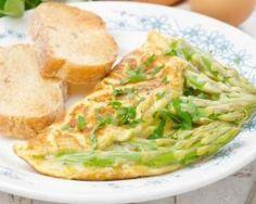 Omelette aux asperges vertes, sauce légère à la moutarde : http://www.fourchette-et-bikini.fr/recettes/recettes-minceur/omelette-aux-asperges-vertes-sauce-legere-la-moutarde.html