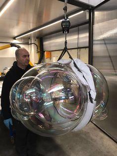 Glass iridescent bubbles. Production art pieces.  VERHOEVEN VERHOEVEN brothers Uv Glue, Bubble Art, Dutch Artists, Nova, Art Pieces, Bubbles, Sculpture, London, Carpet