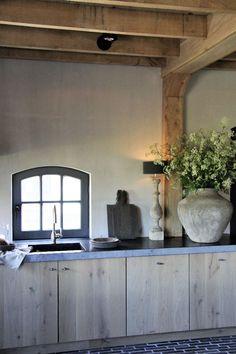 stalen spanten omkleden met eiken keuken