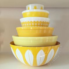 """This might be the best yellow frankenset I'll ever be able to """"muster"""" up. 😜 Sorry for the terrible pun […] Vintage Dinnerware, Vintage Kitchenware, Vintage Bowls, Vintage Dishes, Vintage Pyrex, Vintage Glassware, Yellow Dinnerware, Pyrex Display, Terrible Puns"""