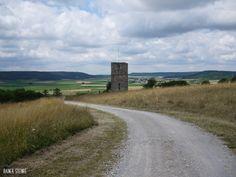 Die Turmruine der Lehrberger Kappl.  Die kleine Bergkapelle oberhalb von Lehrberg genannt die Kappl wurde 1430 errichtet. Die Ruine des noch erhaltenen Turmes wacht heute noch über die Region unter ihr. Erbaut wurde die Kapelle von einem Friedrich oder Eustachius von Lerpauer. In der unmittelbaren Nachbarschaft befand sich auch eine Burg die leider komplett im Markgrafenkrieg zerstört wurde.