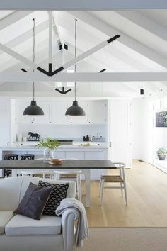 30 Stunning interior living spaces with exposed ceiling trusses French interior design stunning living room with high ceiling. – building Perfect Industrial Style Loft Designs Ideas For Living Room Exposed Trusses, Roof Trusses, Exposed Ceilings, Beamed Ceilings, Living Room Decor, Living Spaces, Open Ceiling, Vaulted Ceiling Kitchen, Vaulted Ceiling Lighting