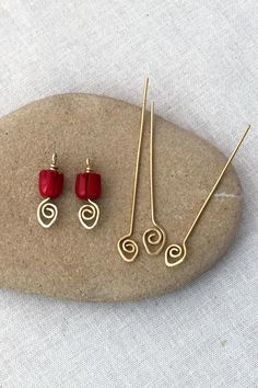 Easy to make decorative spiral headpins - free wire jewelry tutorial