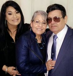 Suzette Quintanilla Arriaga, Marcela and Abraham Quintanilla Selena Quintanilla Perez, Suzette Quintanilla, Selena And Chris, Selena Selena, Famous Hispanics, Flo Rida, Her Music, Cool Costumes, Mom And Dad