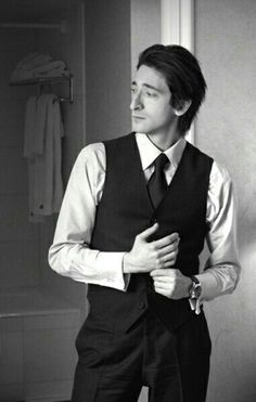 Am I the only girl out there that thinks Adrien Brody is the most devastatingly handsome man ever? Pretty People, Beautiful People, Adrien Brody, Bcbg, Human Poses, Hommes Sexy, Attractive Men, Gorgeous Men, Celebrity Crush