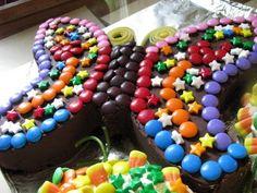 Il faut jouer avec sa nourriture: Ce qui peut sortir de la tête malade d'une matante semi-soûle qui n'arrive pas à dormir: le gâteau d'anniversaire de Riri, 3 ans