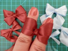 How to make ribbon bow? 8 tips to make a 5 inch hair bow. Ribbon Art, Diy Ribbon, Ribbon Crafts, Ribbon Bows, Ribbons, Hair Bow Tutorial, Flower Tutorial, Making Hair Bows, Diy Hair Bows