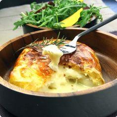 Camembert en croûte et petits légumes croquants