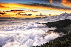 奔騰 surge of the clouds by Thunderbolt_TW, via Flickr