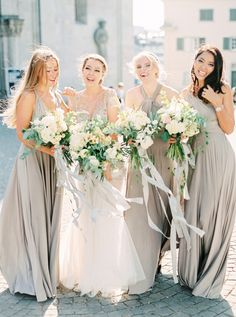 Neutral tones don't have to be boring! Photography: Peaches and Mint Bridesmaids' Dresses: Twobirds Bridesmaid