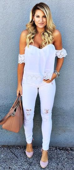 Cute ootd white top + rips + bag looks verao мода, базовый г Cute White Tops, Fashion Outfits, Womens Fashion, Fashion Trends, Fashion Tights, Fashion Styles, Fashion Clothes, Summer Outfits, Cute Outfits
