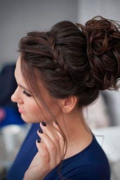 6 Great Hair Updos for Christmas