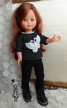 Camiseta negra con aplicación de mariposa en guipoure y pantalón negro estrecho  16 euros   Read more: http://anilegracoseparanancy-anilegra.blogspot.com/#ixzz43WtBL100