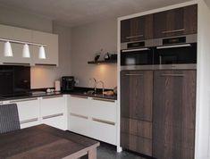 Moderne keuken combinatie gespoten fronten met rustiek eiken! Heel mooi, heindeelen.nl