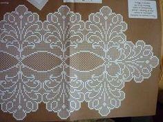 Os naperons eram peças usadas na sala ou no quarto. Estes esquemas são próprios para cómoda e mesa de cabeceira.