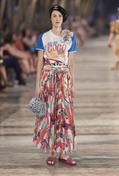 Chanel Pays Cuba A Dazzling Visit With Resort 2017 Collection. See more on the Broadcast. https://fashionindustrybroadcast.com/2016/05/10/chanel-pays-cuba-glamourous-visit/ #fashion #chanel #designerfashion #resort2017 #luxuryfashion #karllargerfeld
