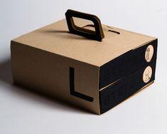 Procurando soluções para melhorar a entrega do seu restaurante? Como oferecer uma experiência personalizada com embalagens. Burger Packaging, Takeaway Packaging, Fruit Packaging, Bakery Packaging, Food Packaging Design, Coffee Packaging, Bottle Packaging, Brand Packaging, Chocolate Packaging