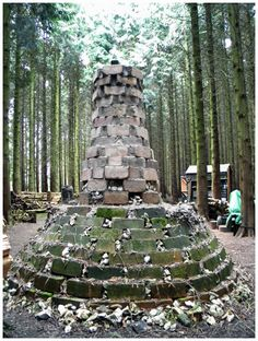 Anagama is a word for a cave kiln, originated from kilns in ancient times. I try to build a kiln with features of mediaeval Anagama. Wood Kiln, Pottery Kiln, In Ancient Times, Pottery Studio, Tea Bowls, Fun At Work, Ceramic Clay, Clay Projects, Firewood