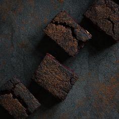 Brownies with beetrot and dates // Brownies z červené řepy a datlí