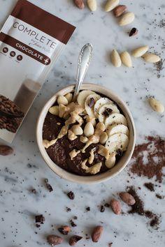 Erdnussbutter Smoothie Bowl mit Schokolade