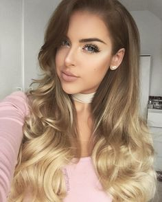 """So obsessed with my @foxylocks Clip in Extensions 😍 Couldn't live without them 😌 I use Superior 22"""" Seamless in Honey Spice Ombre ❤️…"""