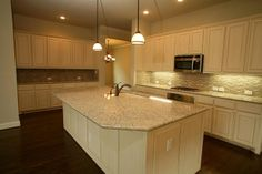Simone Kitchen (David Weekley Homes) Arlington, Texas