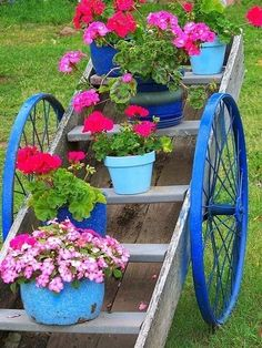 Garden cart created from spare parts  All I need is two bicycle tires Garden Cart, Garden Junk, Garden Boxes, Garden Planters, Garden Picnic, Garden Grass, Small Front Yard Landscaping, Garden Landscaping, Landscaping Ideas