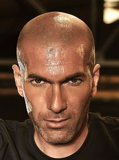 One Indian Photographer Plus One Football Legend Equals To All Round Awesomeness Real Madrid Wallpapers, Bald With Beard, First Football, Man Crush Monday, Zinedine Zidane, Beard Styles, Equality, Superstar, Sexy Men