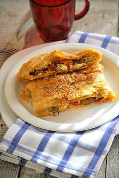 Crisp and buttery puff pastry enveloping delicious mushrooms and peppers. Stuffed Mushrooms, Stuffed Peppers, Greek Recipes, Vegetarian Recipes, Easy Meals, Veggies, Yummy Food, Favorite Recipes, Dinner