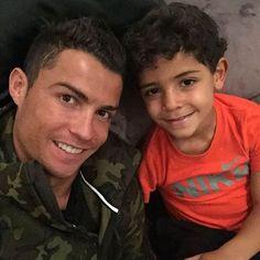Cristiano Ronaldo est la recherche d'une mère porteuse Check more at http://people.webissimo.biz/cris%c2%adtiano-ronaldo-est-la-recherche-dune-mere-porteuse/