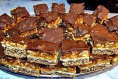 "Prajitura Snickers Cea mai buna prajitura… asta pentru ca imi plac la nebunie batoanele Snickers. Reteta era in ""seif"" de.. Romanian Desserts, Romanian Food, Sweets Recipes, Cake Recipes, Cooking Recipes, Profiteroles, Churros, Peach Yogurt Cake, Macarons"