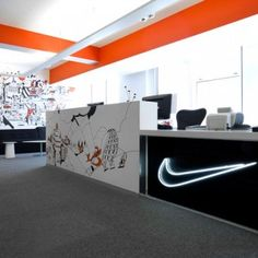 Nike Redesign UK Headquarters Nike& UK headquaters have been given a stylish new make-over thanks to creative agency Rosie Lee. All three floors of their London offices have been tranformed by a v. Office Reception Area, Reception Design, Reception Areas, Nike Office, Cool Office, Office Hub, Office Ideas, Corporate Interiors, Office Interiors