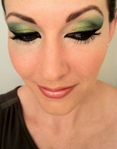 Gorgeous green eye makeup tutorial using a Maybelline color palette