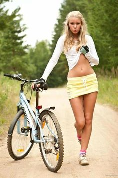 Bike sexy girls in bikini Girls Mac, Hot Girls, Summer Girls, Cycle Chic, Bicycle Women, Bicycle Girl, Bmx, Bike Wallpaper, Vive Le Sport