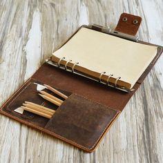 binder dividers diy how to make - binder dividers diy ; binder dividers diy how to make ; Leather Book Covers, Leather Books, Leather Gifts, Leather Cover, Leather Craft, Handmade Leather, Leather Binder, Leather Notebook, Diy Leather Journal