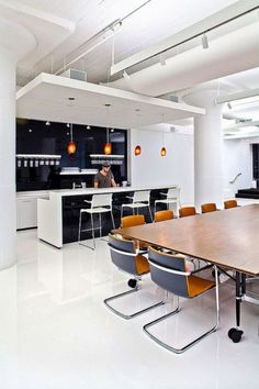 mẫu bàn và ghế phòng họp 1/2 bàn di động, ghế cố định không xoay