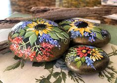 Hand Painted Rock, California Beach Rock, Garden Stone, Home AccentHand Painted Rock Art by TanaBarisoff on Etsy.One of the greatest things to do for a vacation would be to go on a west coast journey.Shop for painted rocks on Etsy, the place to expre Daisy Painting, Pebble Painting, Pebble Art, Stone Painting, Stone Crafts, Rock Crafts, Rock Hand, Rock Flowers, Beach Rocks