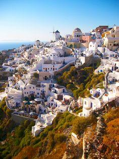 L'incroyable village d'Oia sur l'île de Santorin dans les Cyclades en Grèce. #voyage #cyclades #grece #santorin #oia #decouverte #patrimoine