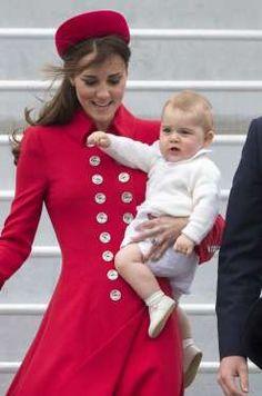 Le prince George, avec sa mère la duchesse Catherine de Cambridge, à Wellington en Nouvelle-Zélande ... - Nunn Syndication/News Pictures